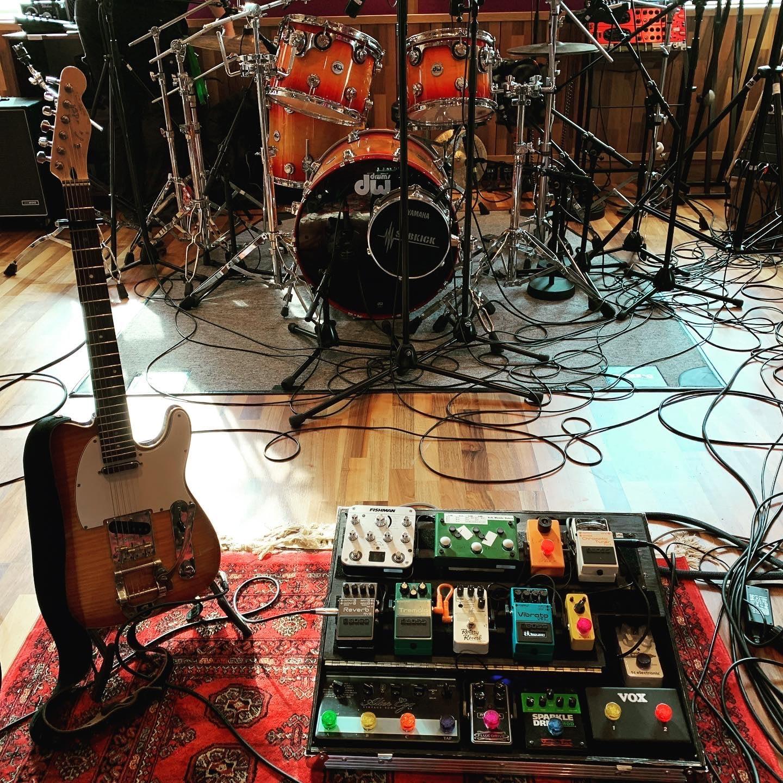 Pic of guitarist Peter Gunnebros guitar rig in the studio