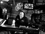 Studio pic och Jocke Åslund recording Hammond organ on the song A Kid On The Street.